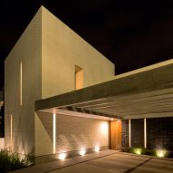 Casa Zihuaren by Intersticial Arquitectura