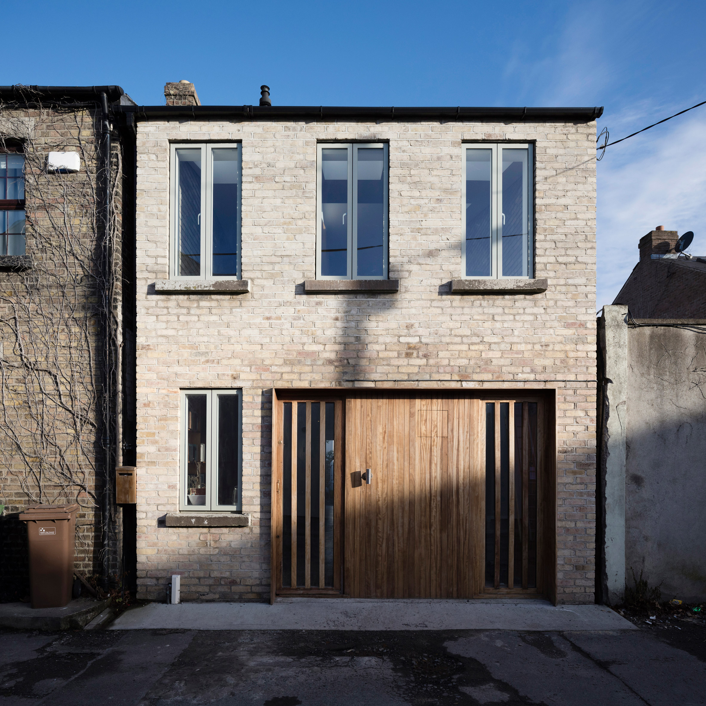 DUA completes contemporary Dublin mews house with sunken concrete bathroom
