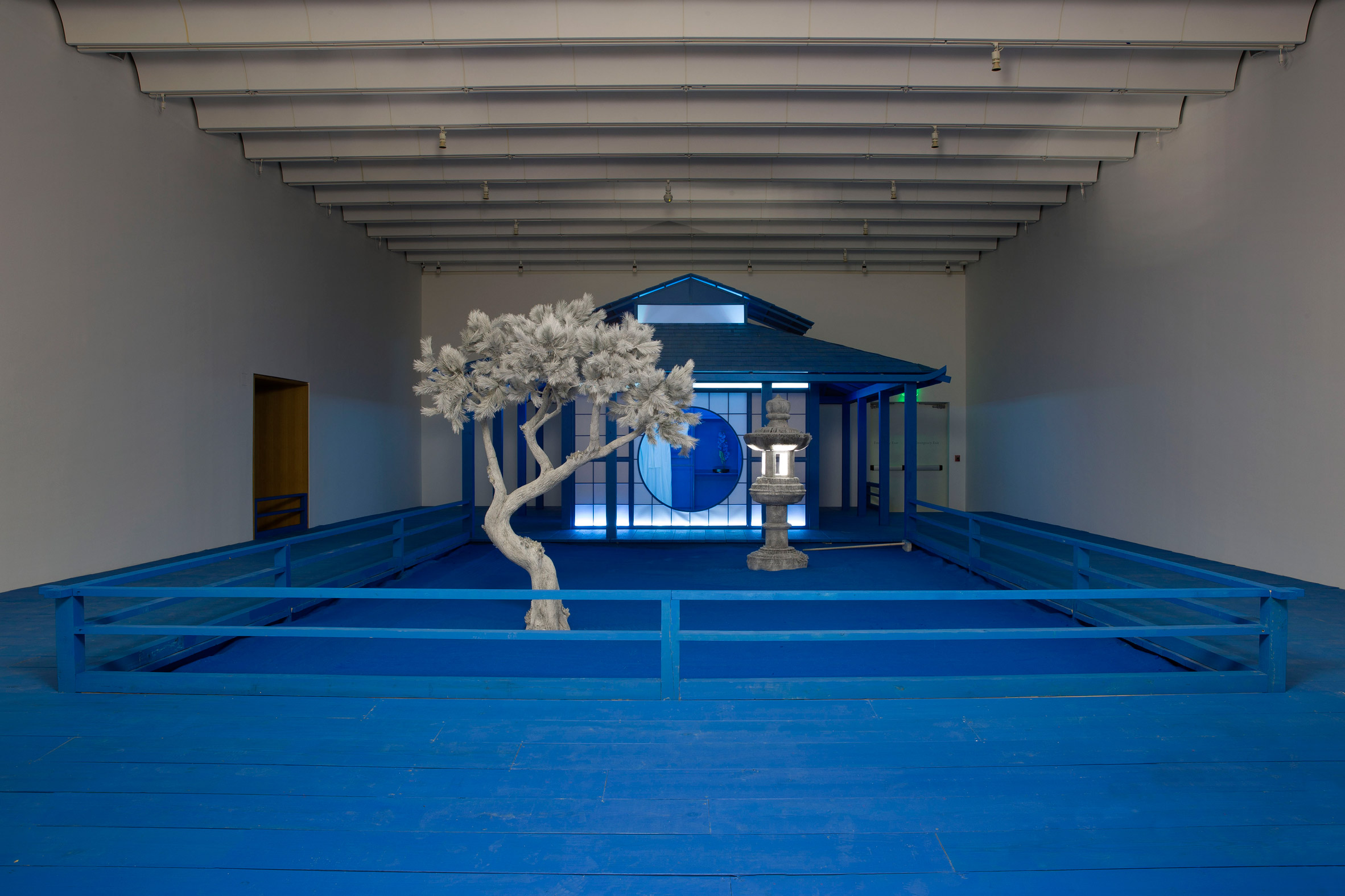 Daniel Arsham installs bright blue tea house inside Atlanta museum