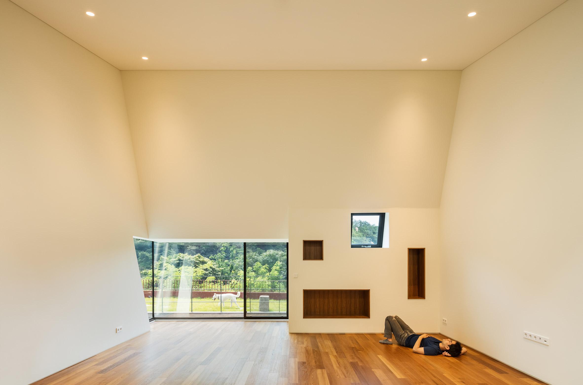 Etienne de souza designer and manufacturer of luxury cabinet - Deep House By Poly M Ur