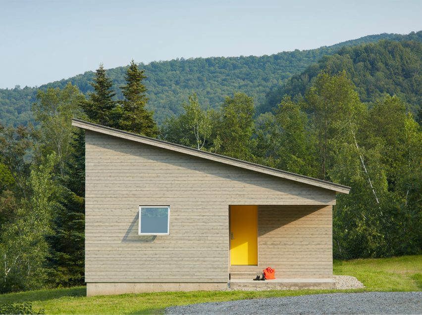 Elizabeth Herrmann Creates Tiny House For Artist In Vermont
