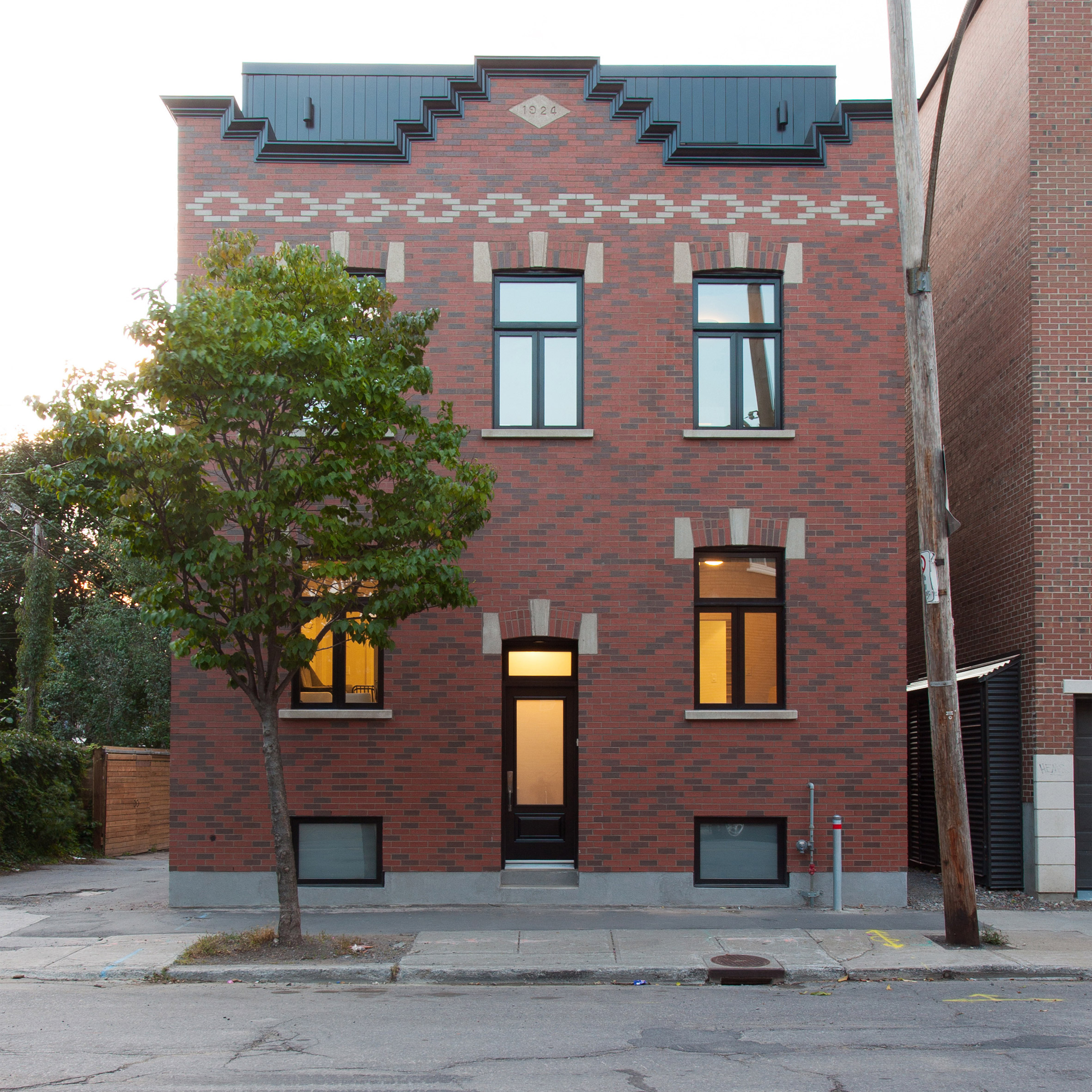 Appareil Architecture combines two Montreal flats to create single-family home