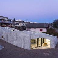 "Anako Architecture completes ""fortress-like"" concrete house in an Alpine town"