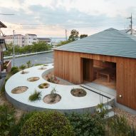 House in Mukainada is a Hiroshima home that straddles a circular path