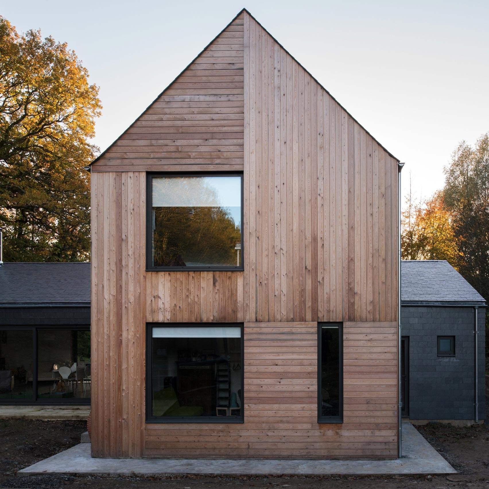 Cross Shaped House By Elliott Architects Stands In English Woodland