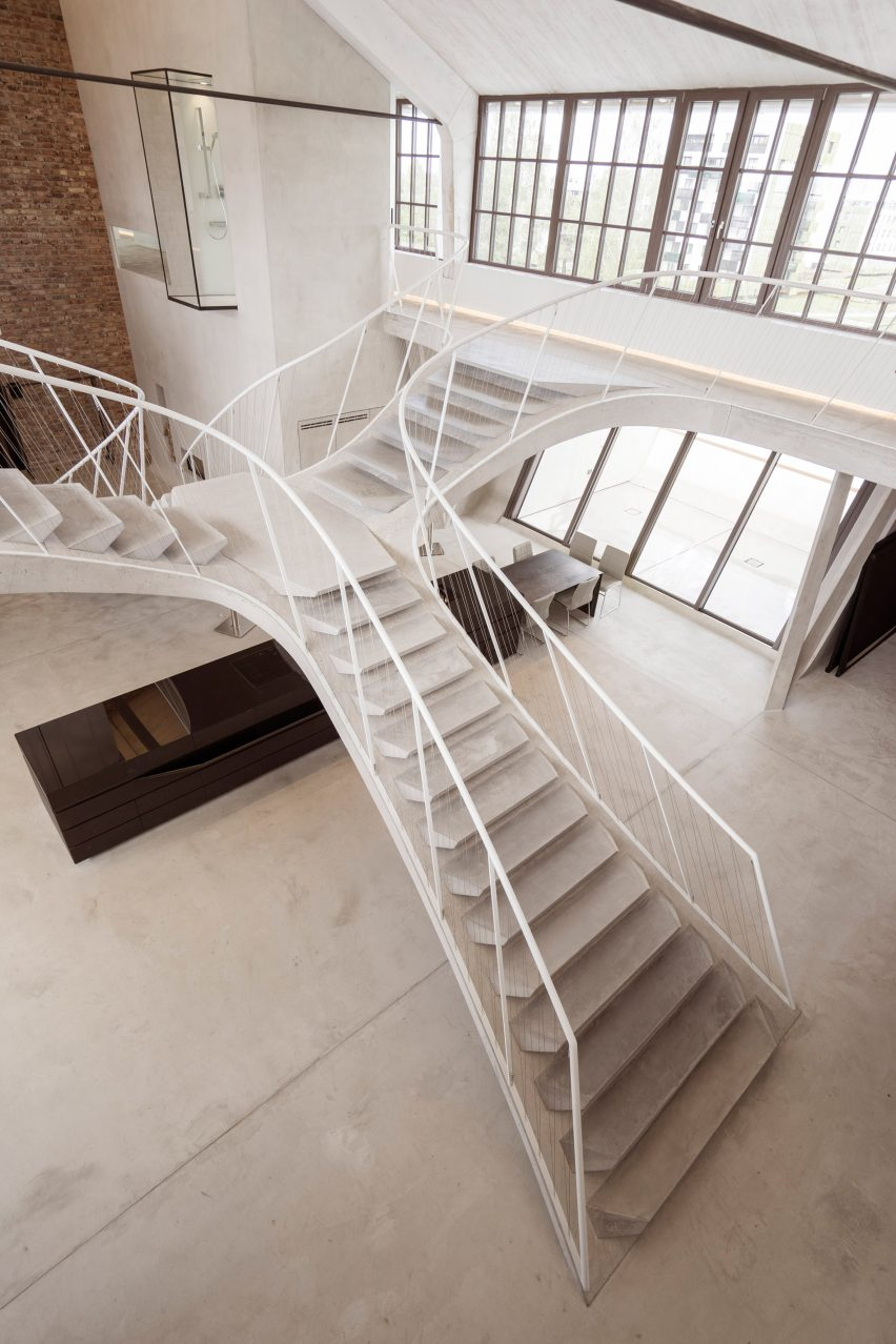 Smartvoll adds sculptural concrete staircase to loft apartment in ...