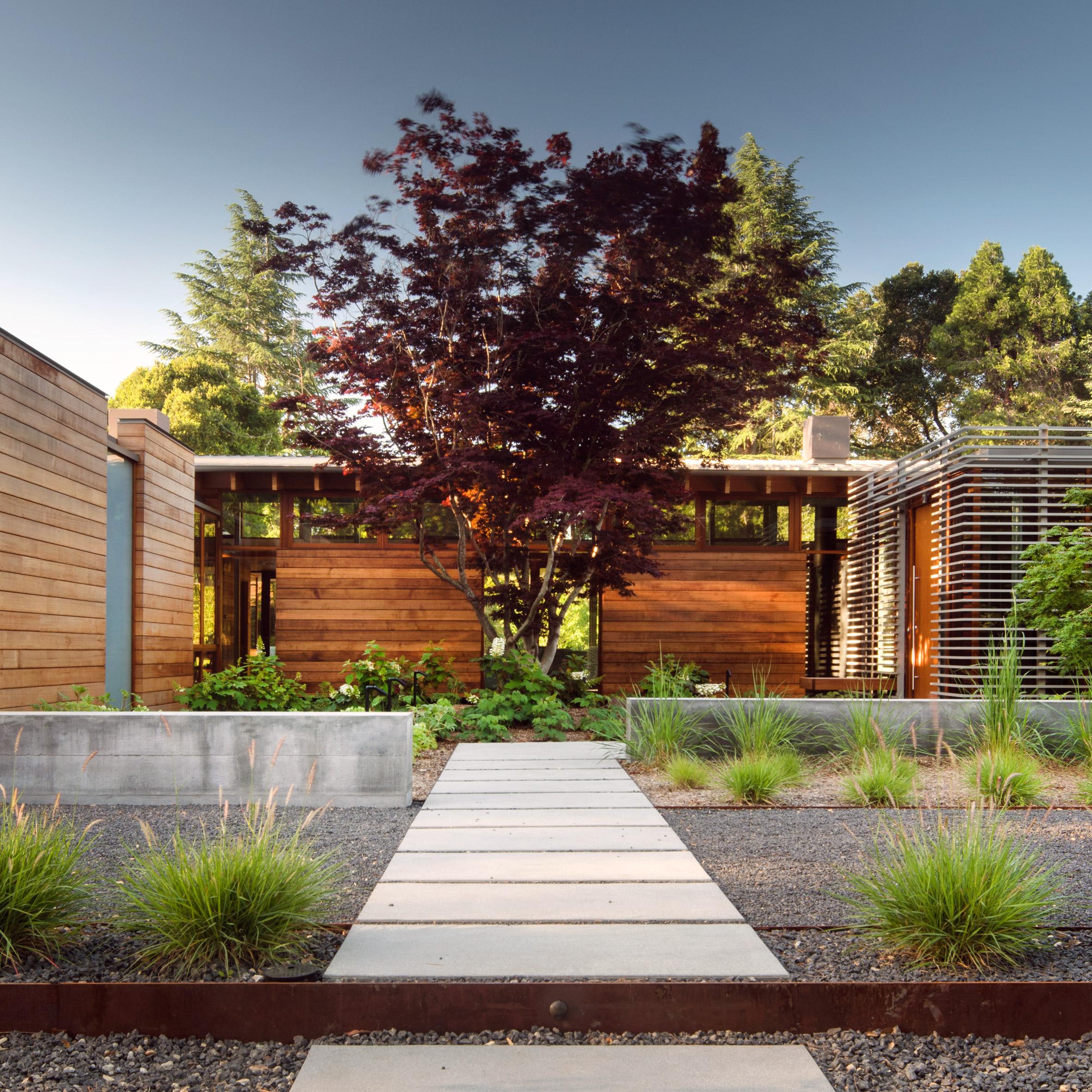 Bohlin Cywinski Jackson creates Silicon Valley residence with pool ...