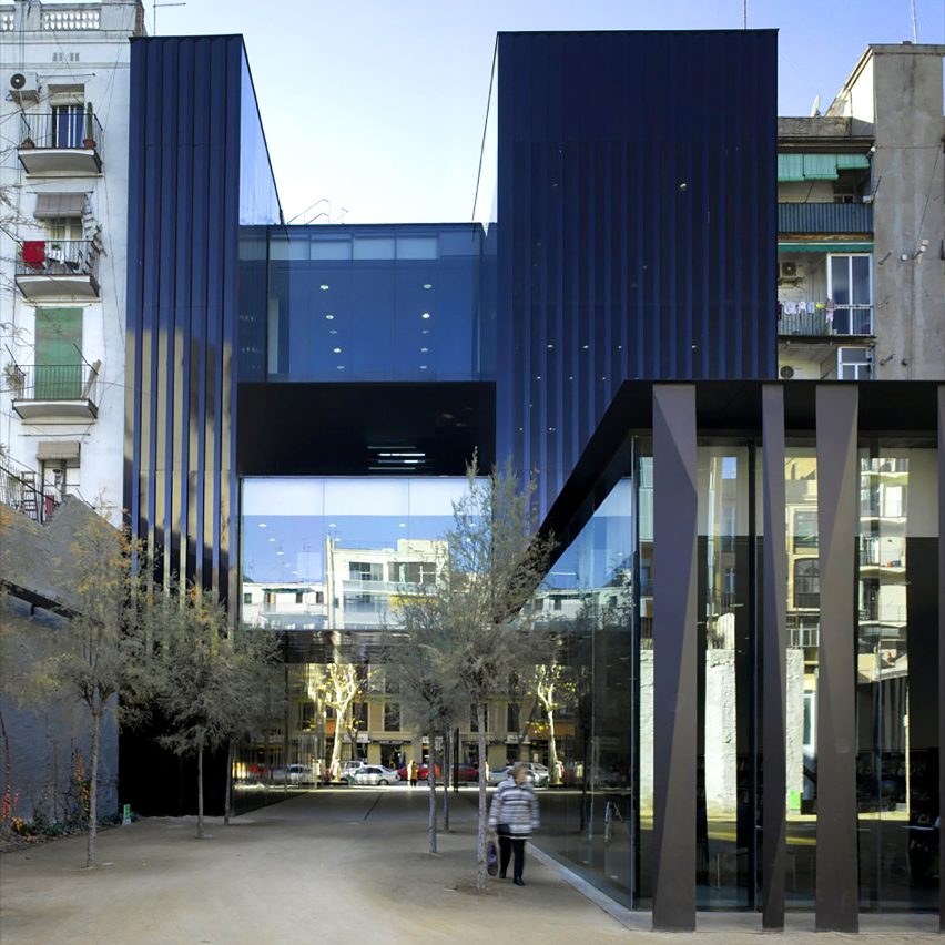 Sant Antoni – Joan Oliver Library, Senior Citizens Center and Cándida Pérez Gardens
