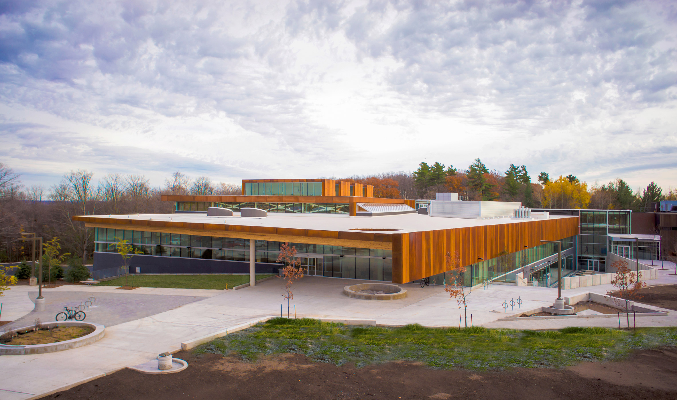 "Ontario trade school by Perkins + Will comprises ""shed-like"" volumes"