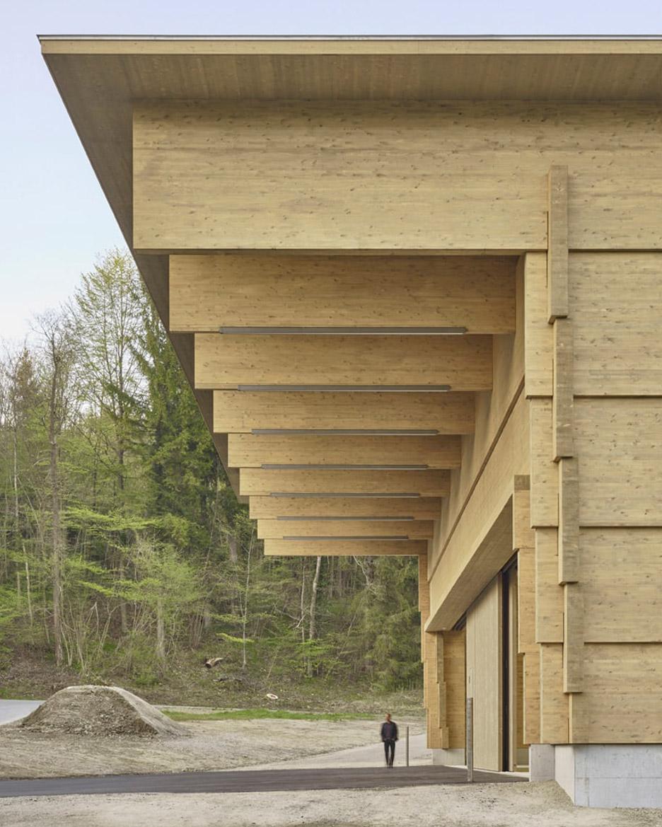 3novices interlocking timber planks form workshop andelfingen by rossetti wyss architekten. Black Bedroom Furniture Sets. Home Design Ideas