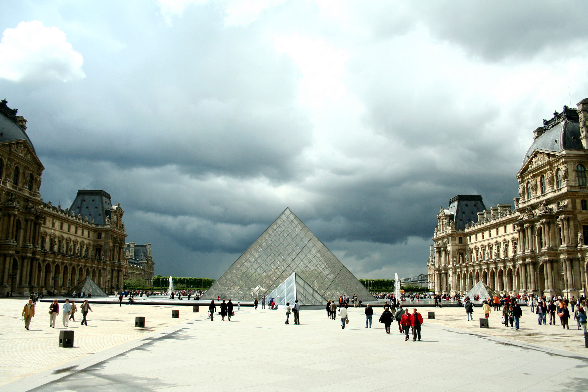 IM Pei's Grande Louvre receives AIA 25-year award