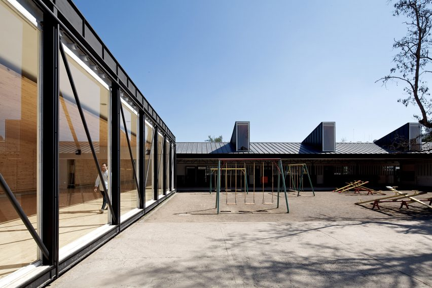 Jean Mermoz School and Pavilion by Guillermo Hevia García and Nicolás Urzúa Soler