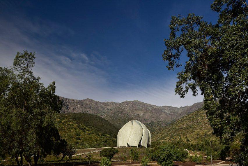 Bahá'í temple by Hariri Pontarini