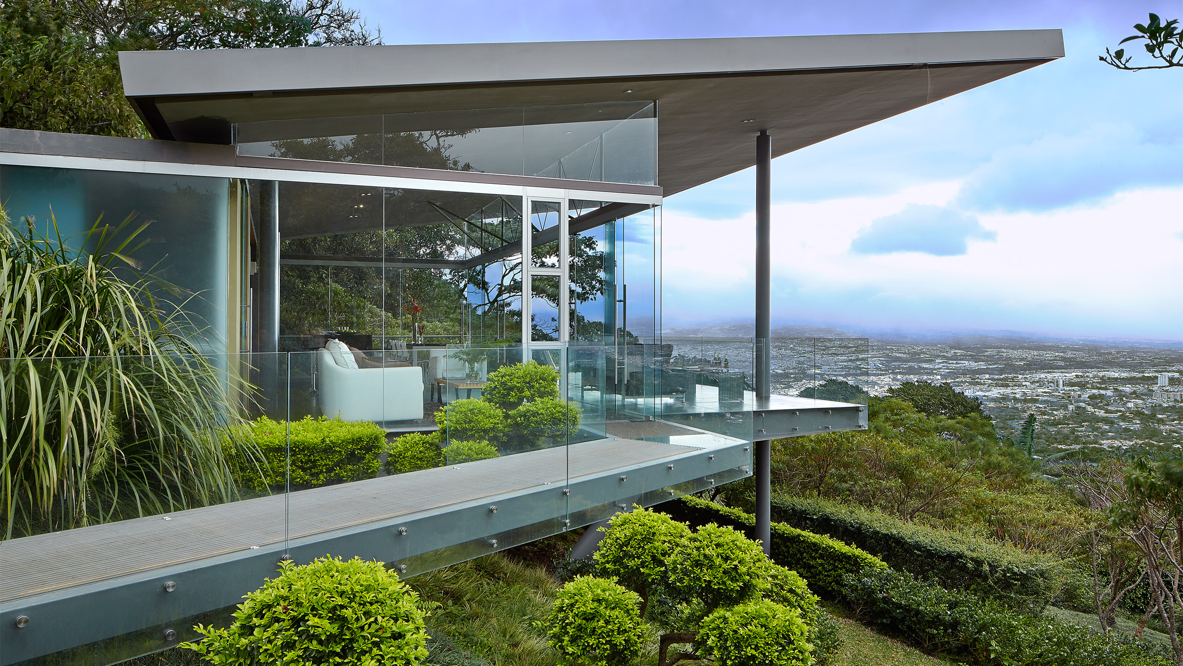 Estancia y Ficus by Cañas Arquitectos