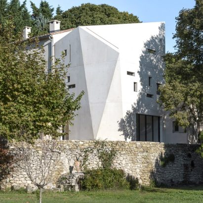 Sculptural Extension To French Farmhouse Protects Its Interiors From Harsh Summer Sun