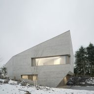 "Steimle Architekten completes ""crystal-like"" concrete house in Germany"