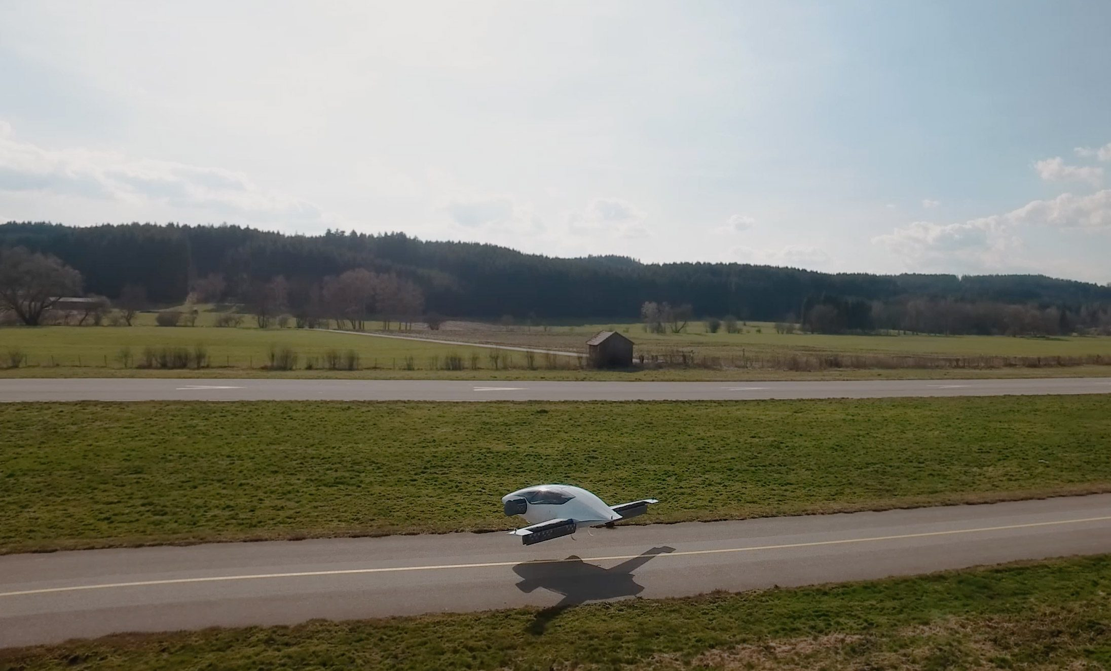 Electric flying taxi by Lilium successfully completes its first voyage