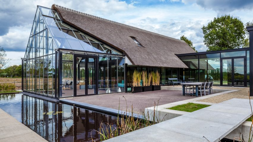 Maas Architecten merges a thatched cottage with a glass greenhouse