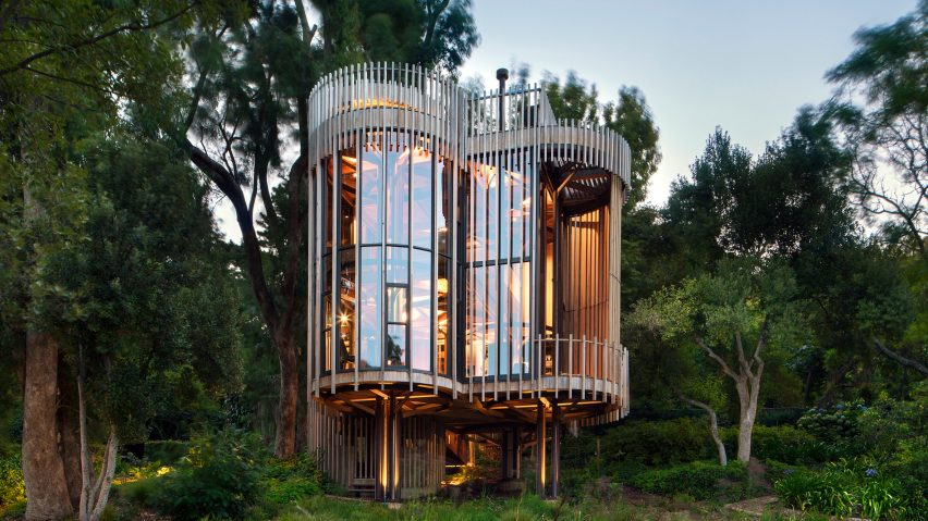 Treehouse malan vorster's treehouse-like residence offers views of cape town