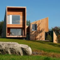 Staggered volumes of house by KSW Architects frame views of Vermont meadow