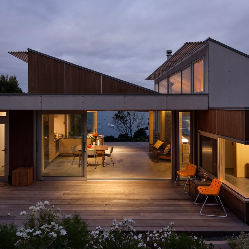 Vaughn mcquarrie completes island cottage overlooking new for Residential architect