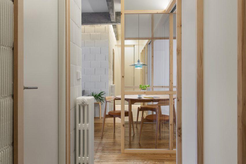Refurbished apartment in Bilbao by PAUZARQ arquitectos