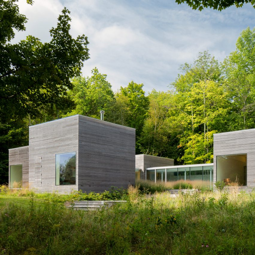 Glass corridors connect hemlock clad cubes at new york for Modern house upstate ny