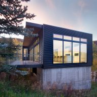 Rowland + Broughton nestles rectilinear Black Magic house into mountainous Colorado site