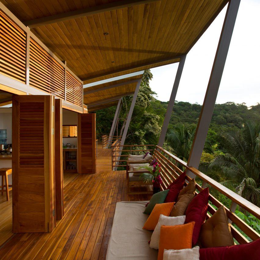 Casa Flotanta by Benjamin Garcia Saxe Architecture