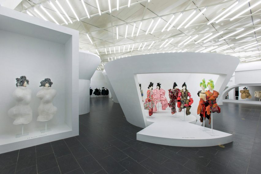 Comme Des Garons Fashion Exhibition At The Met In New York Gallery View