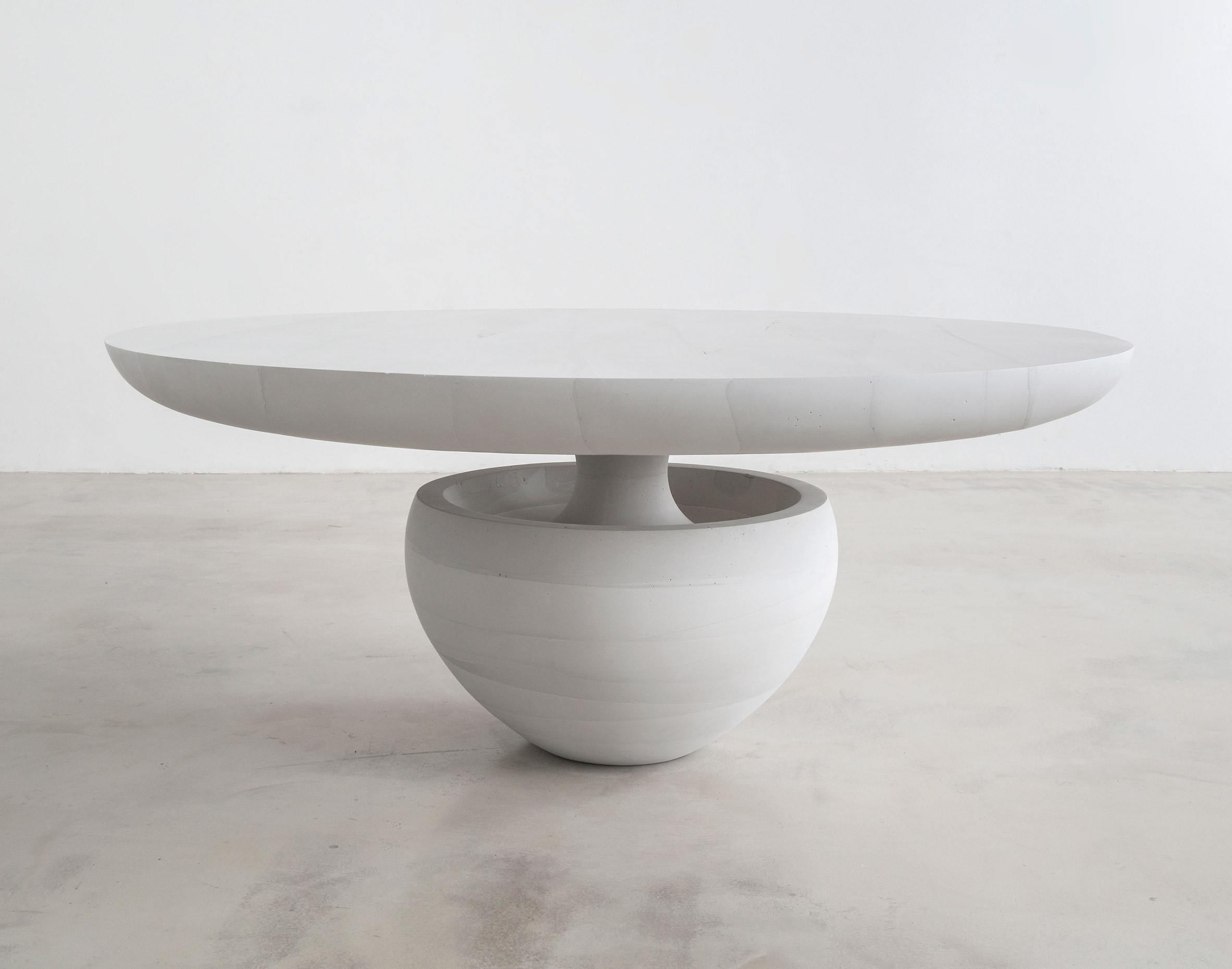 "Fernando Mastrangelo debuts ""butter-soft"" and icy-sharp cement furniture"