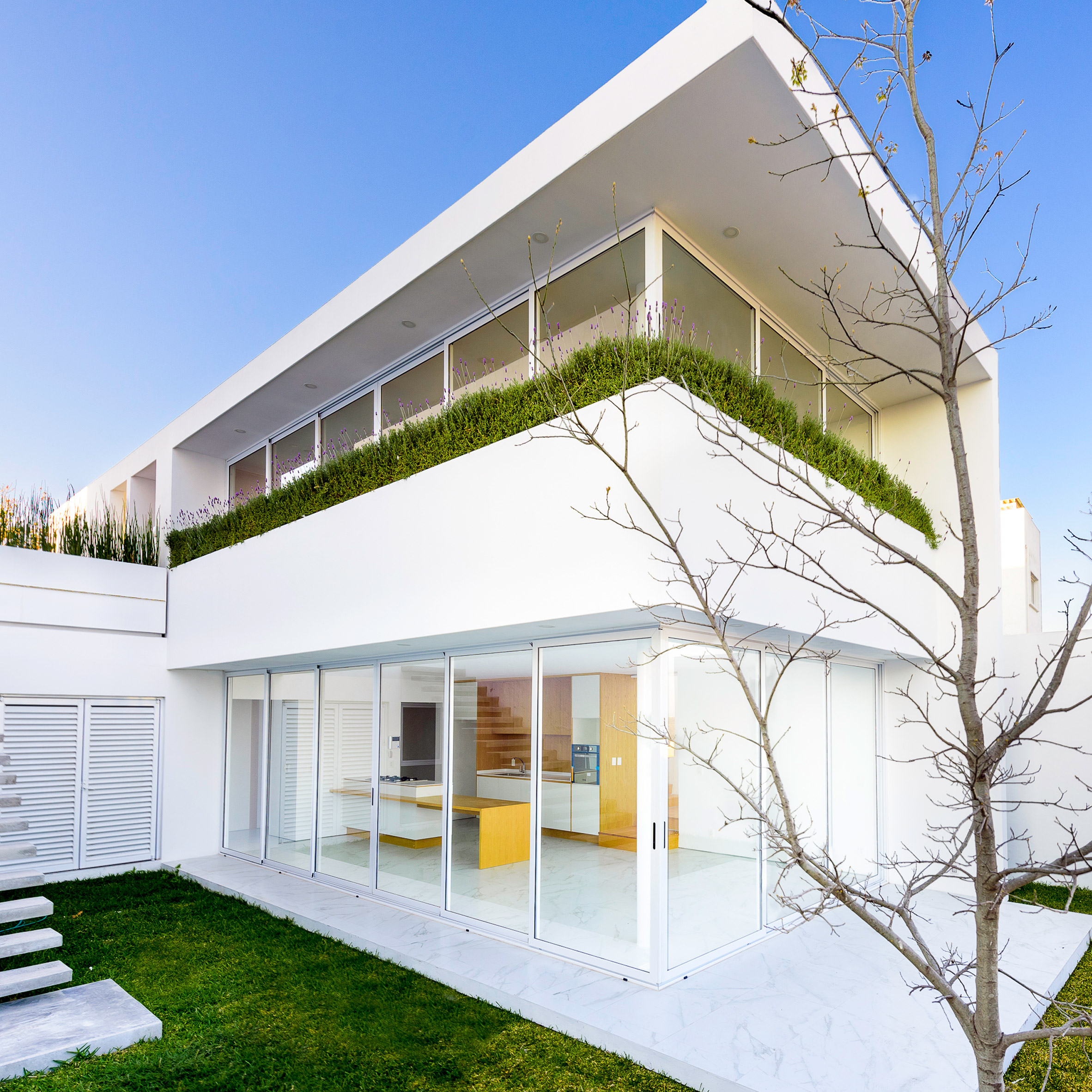 Central de arquitectura a mexico city based design studio has - Glazing Surrounds White House By Evelop Arquitectura To Provide Vistas Of Mexican Dale