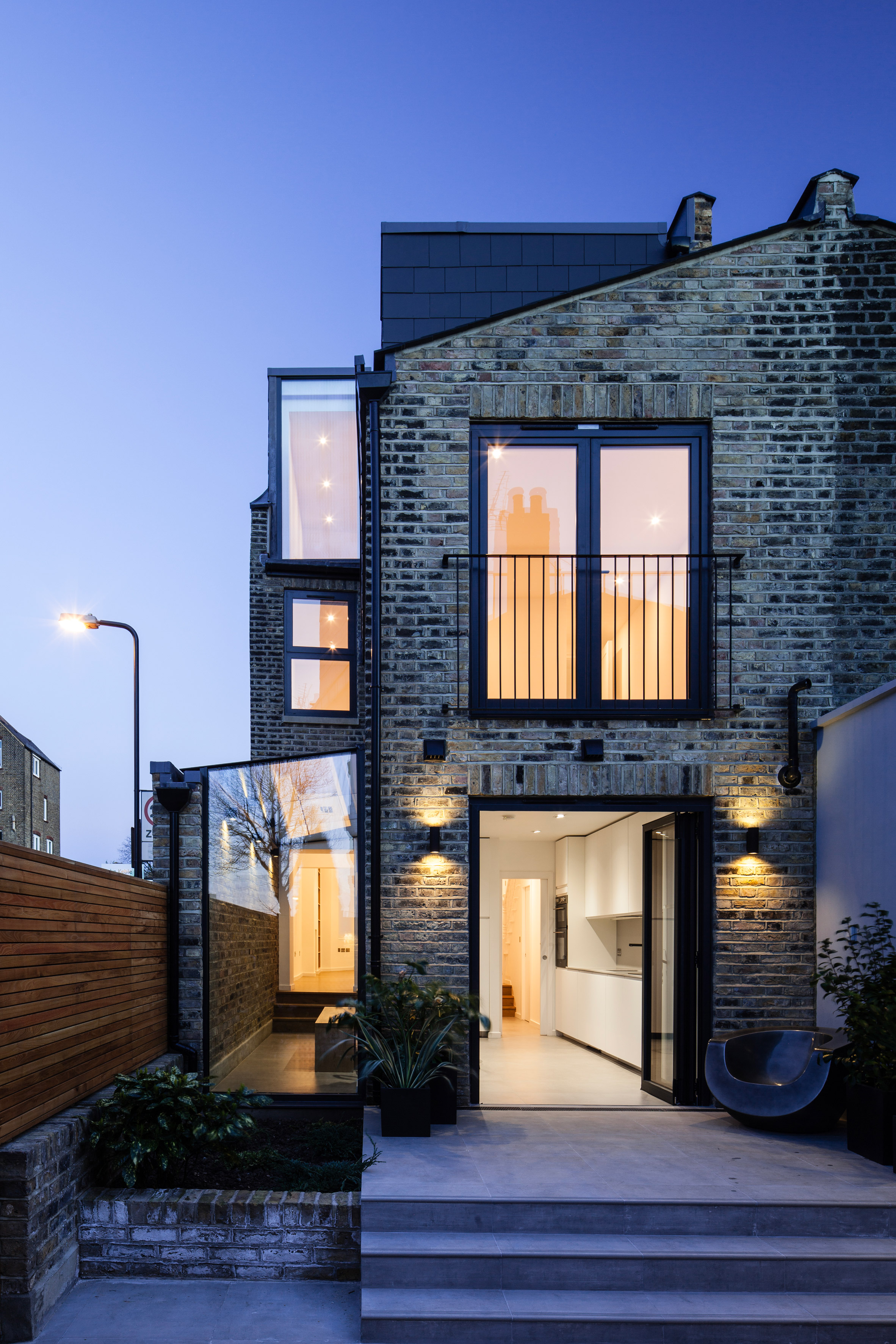 Mulroy architects extends edwardian home in north london for Best architecture firms in london