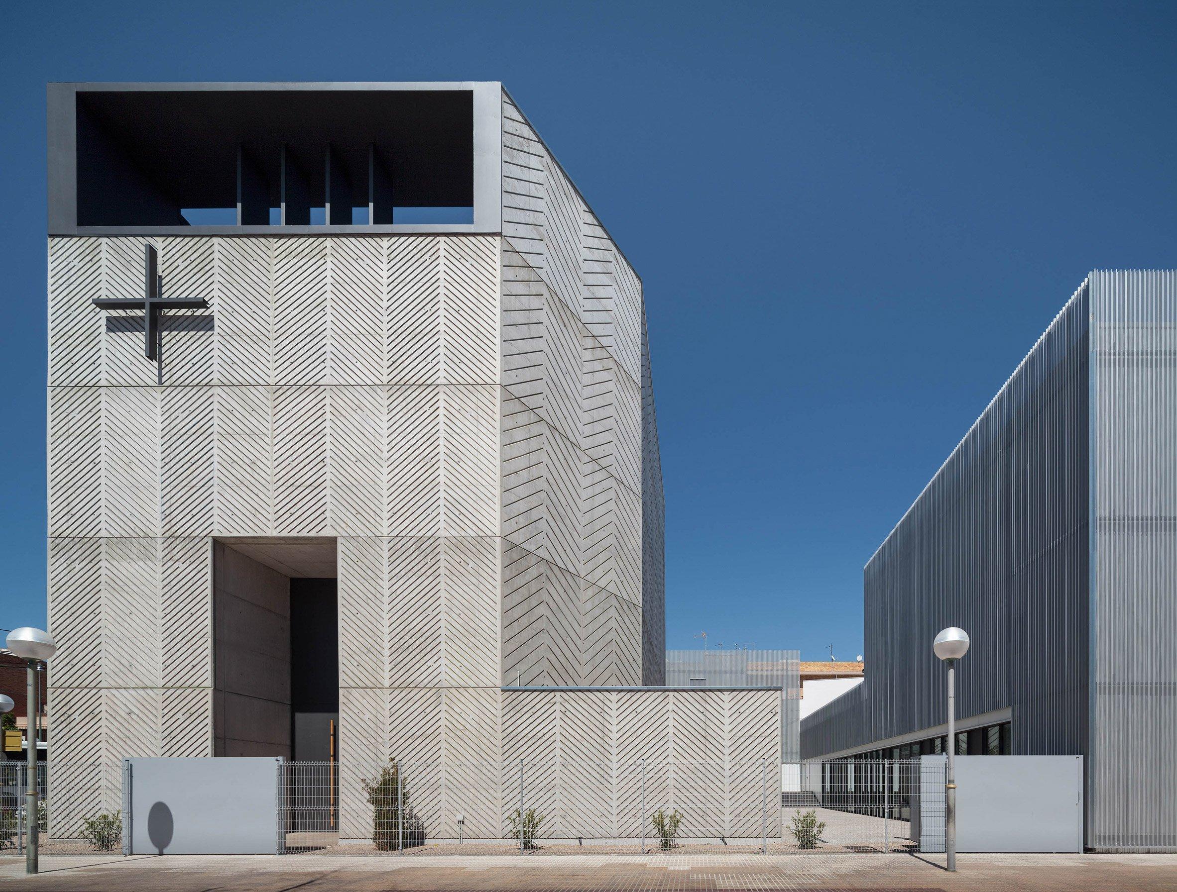 Gimeno + Guitart creates chevron-patterned concrete for church of Santa Maria Assumpta