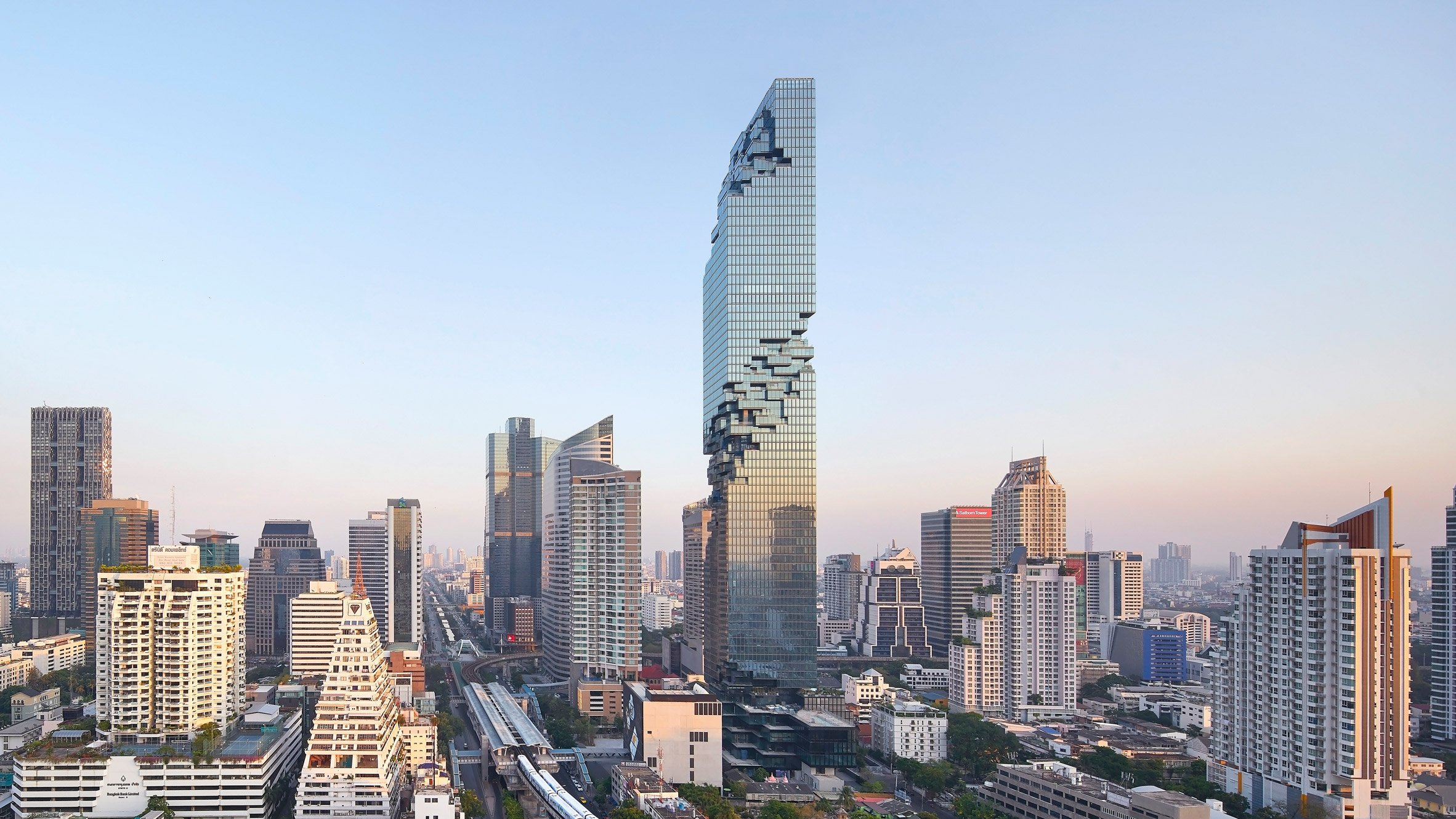 Ole scheeren s pixellated mahanakhon tower photographed by for Architecture buro