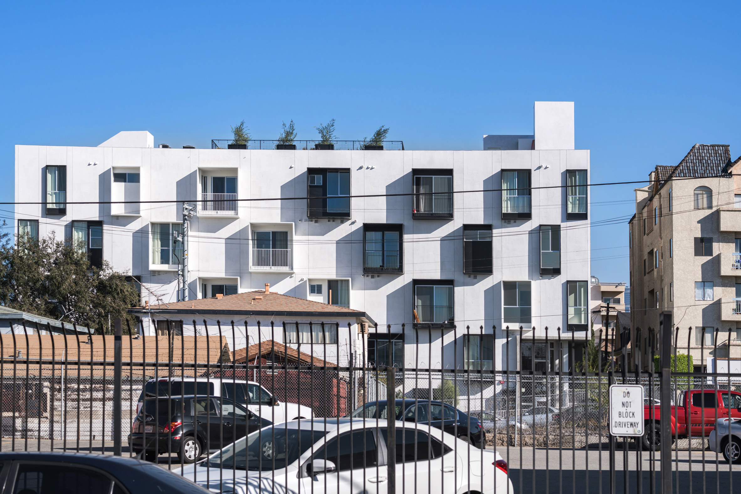 3Novices:LOHA creates housing block with curvilinear courtyard in