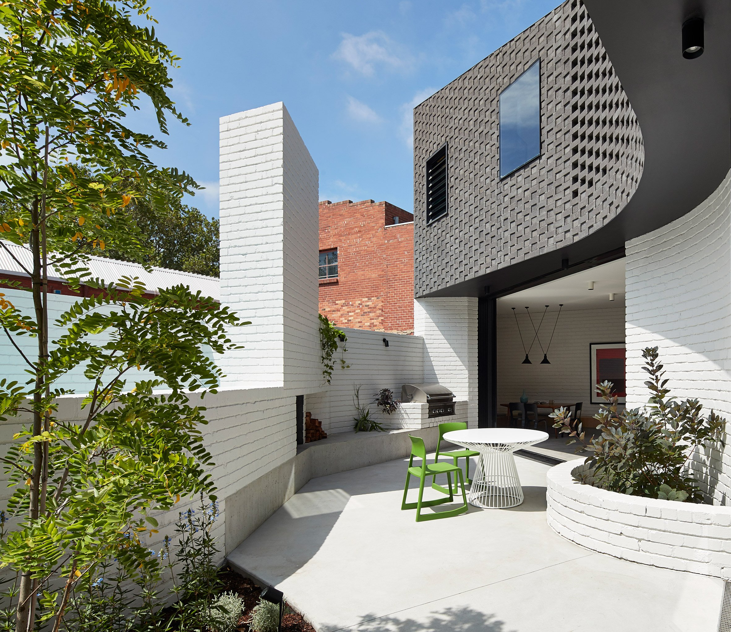 Perimeter House encloses private courtyard and plunge pool in Melbourne
