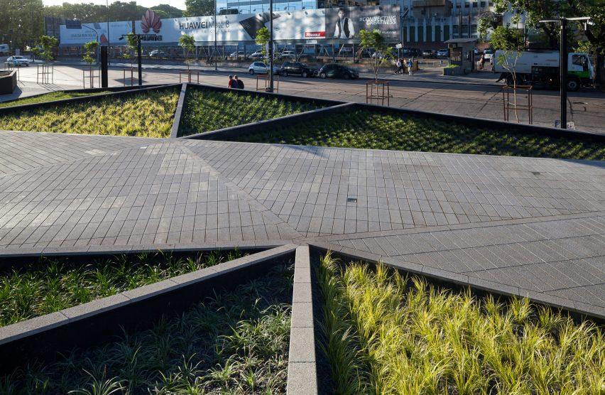 Plaza Catalinas by Adamo Faiden