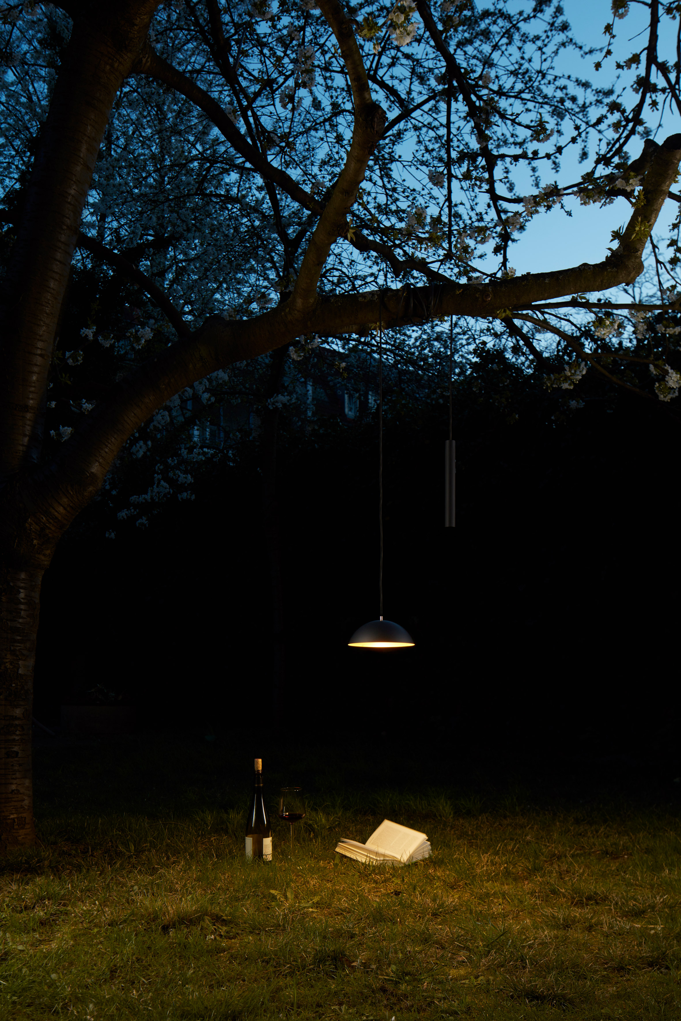 Simon Diener's portable Pong light uses its battery as a counterweight