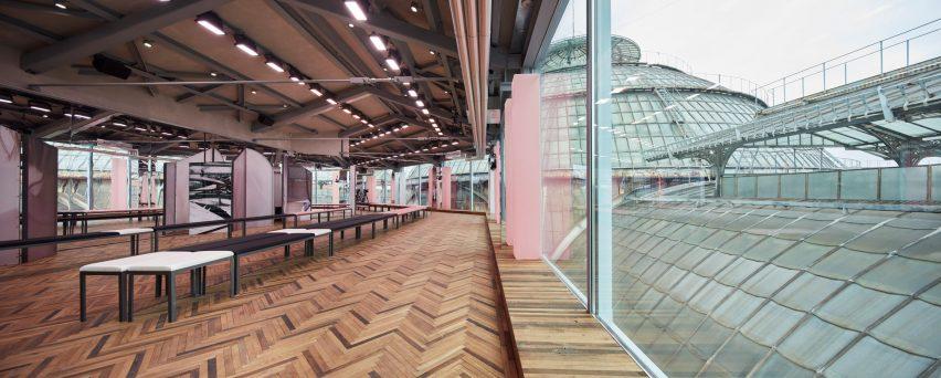 Prada 2018 Resort catwalk by AMO