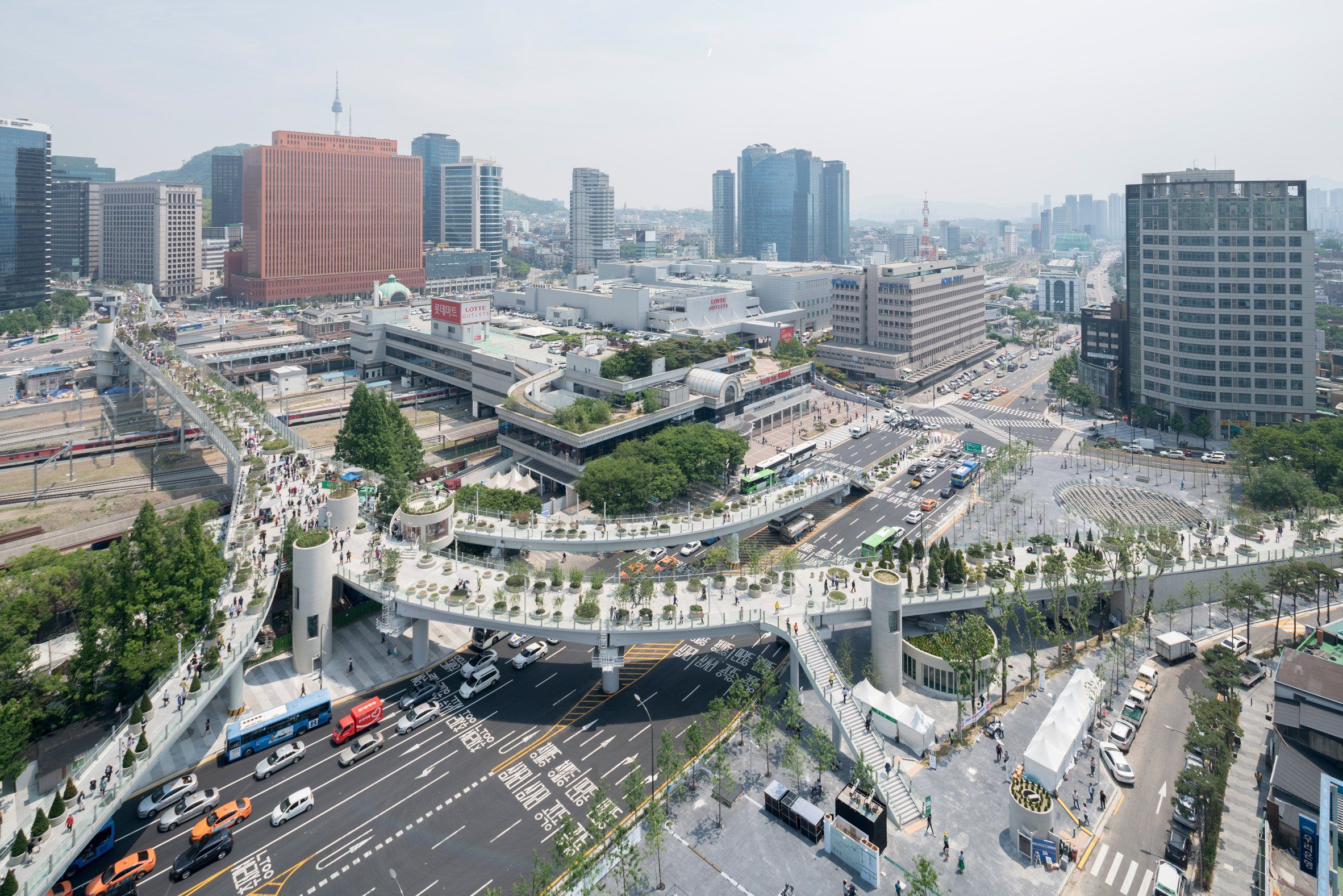 "MVRDV transforms 1970s highway into ""plant village"" in Seoul"
