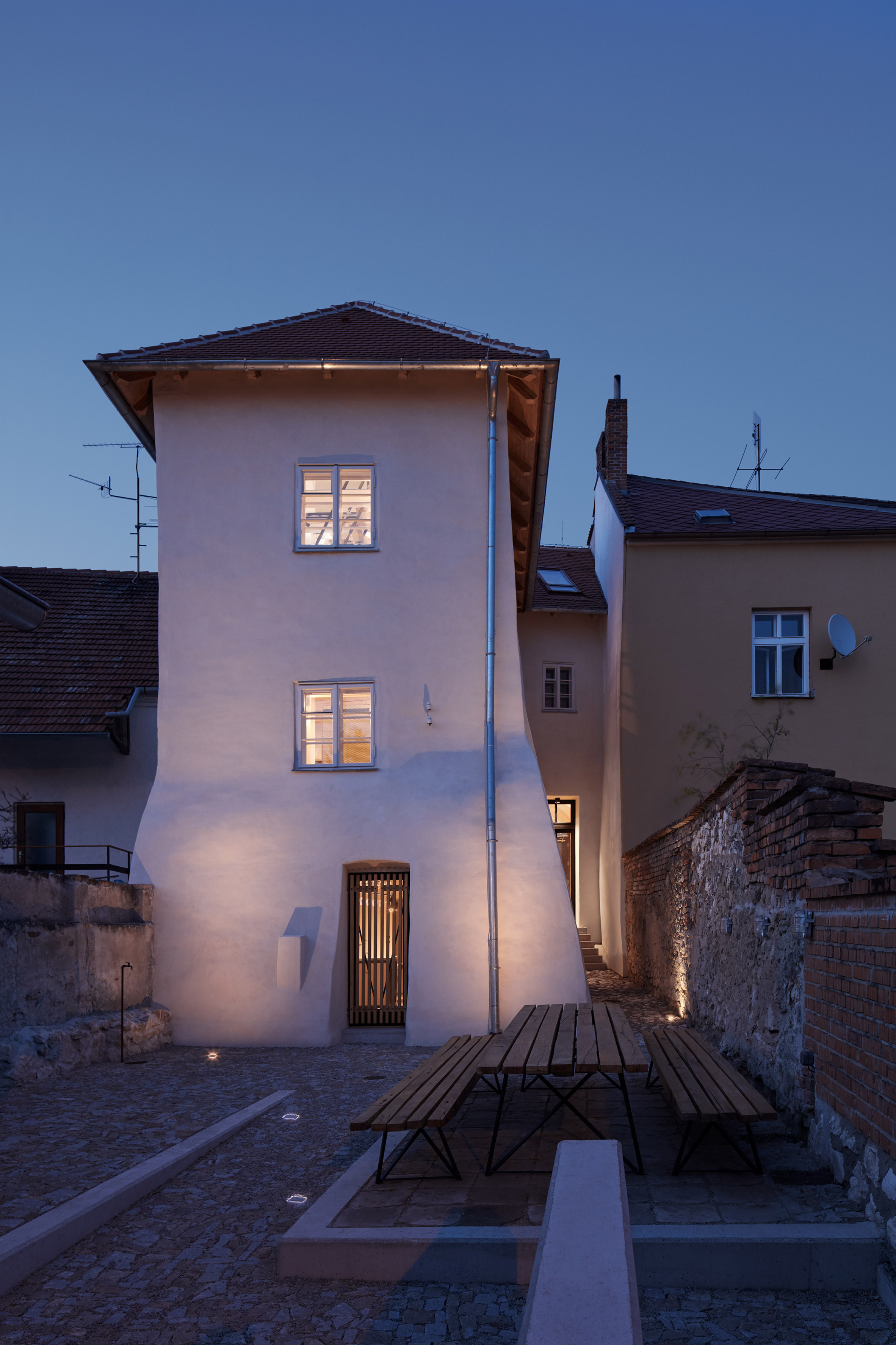 "ORA uncovers ""hidden layers"" when converting 16th-century property into a guesthouse"