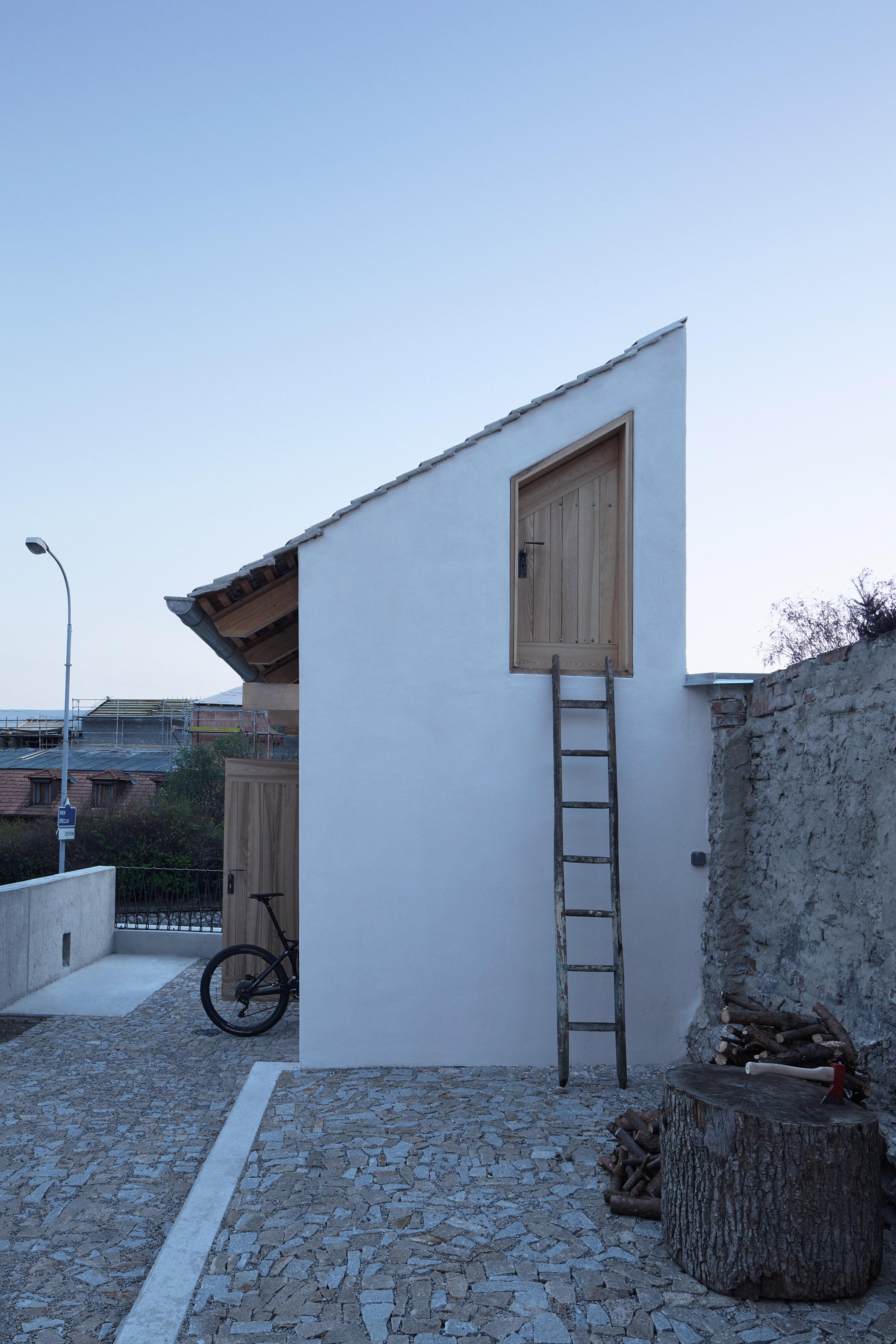 Štajnhaus Guest House by Ora Architects