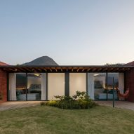 Casa Terra in Itaipava, Brazil by Bernardes Arquitetura