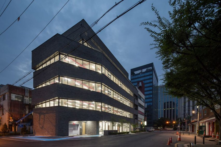B.U.S Architecture firm create 'Thumbs-up' building
