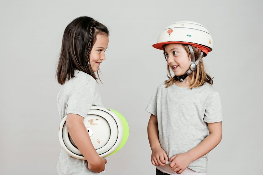 Foldable kids bicycle helmet by Closka