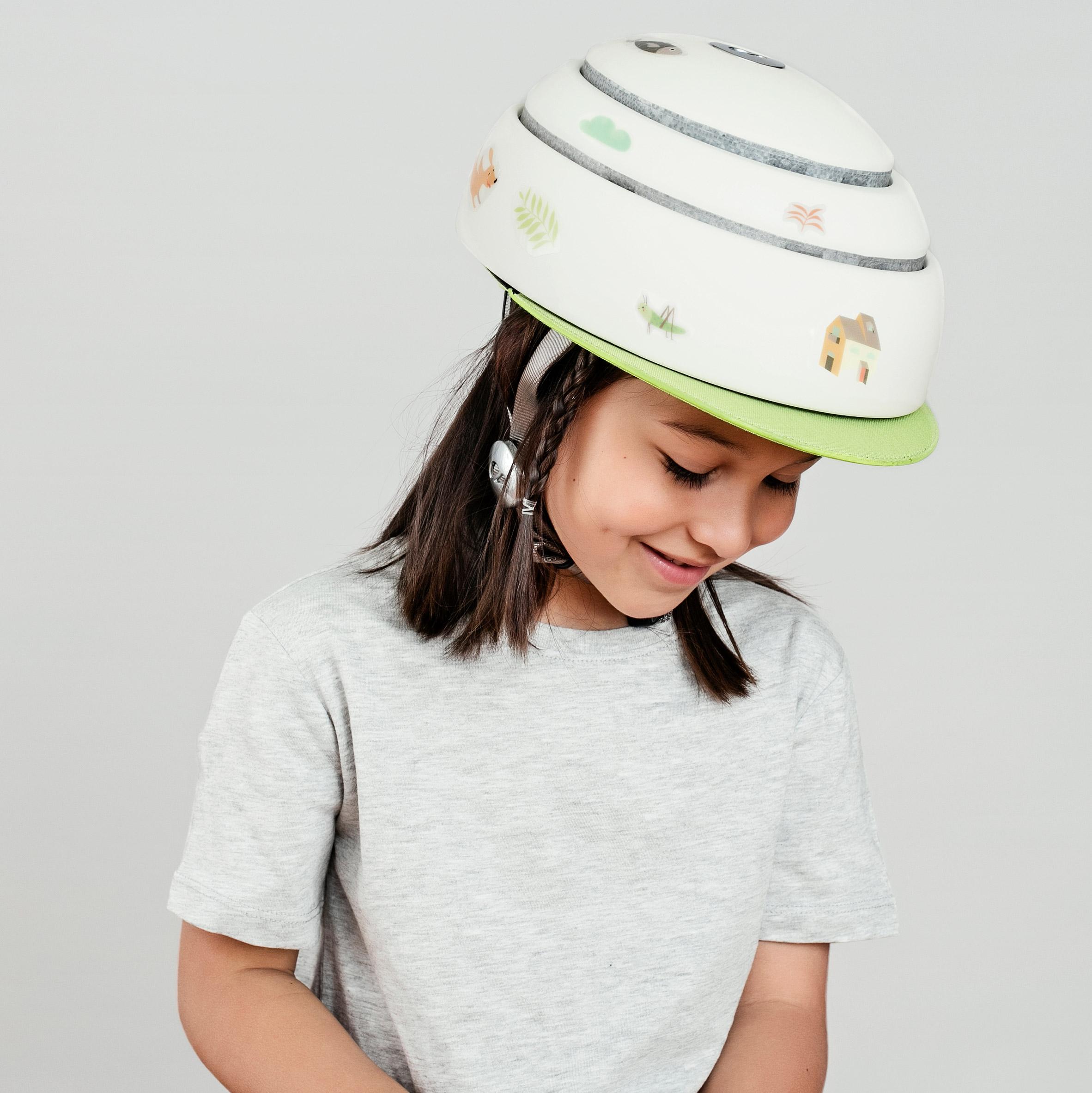 Foldable kids bicycle helmet by Closka