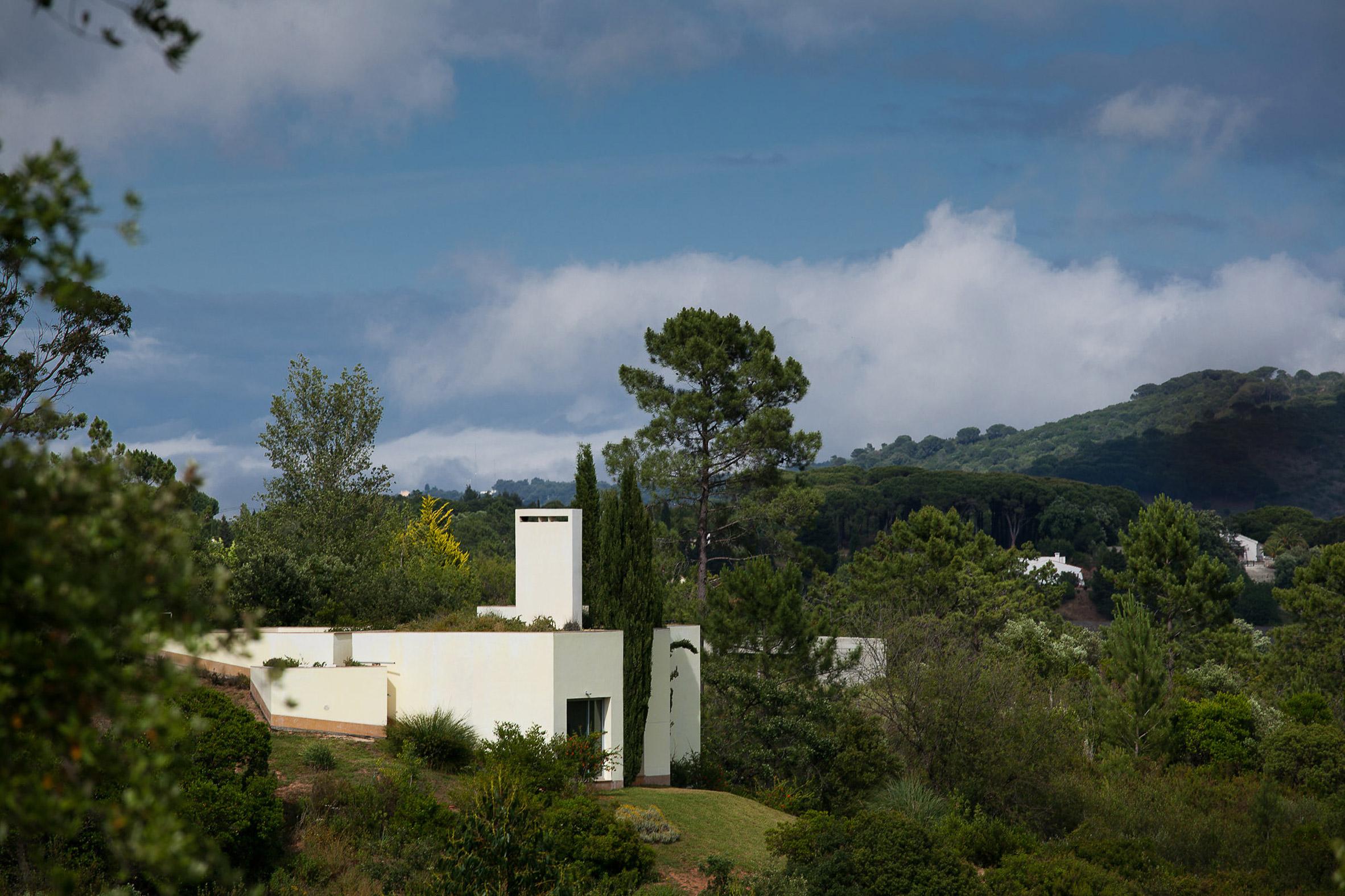 House in the Sierra de Arrábida by Eduardo Souto de Moura