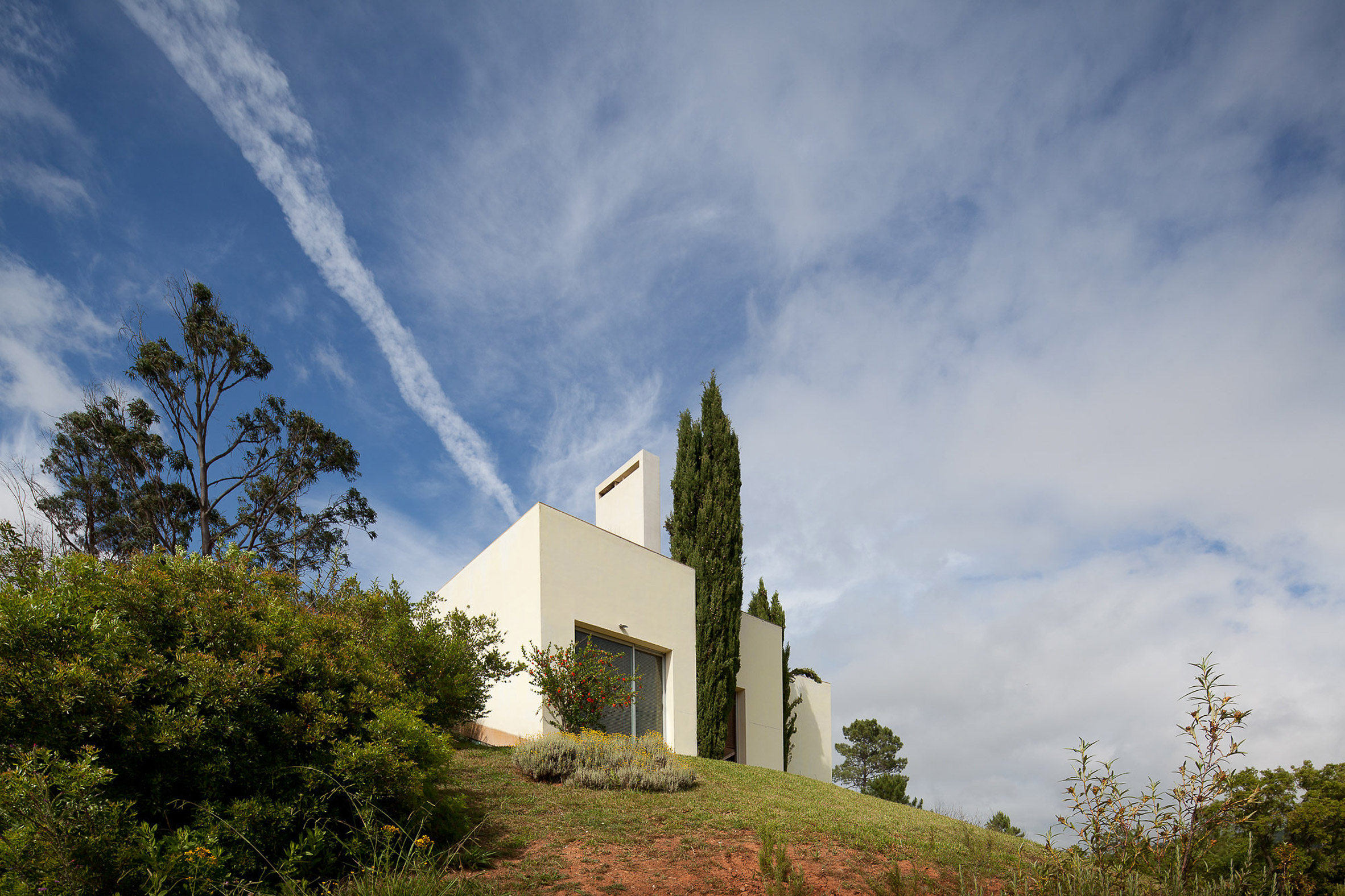 House in the Sierra de Arrábida by Eduardo Souto de Moura