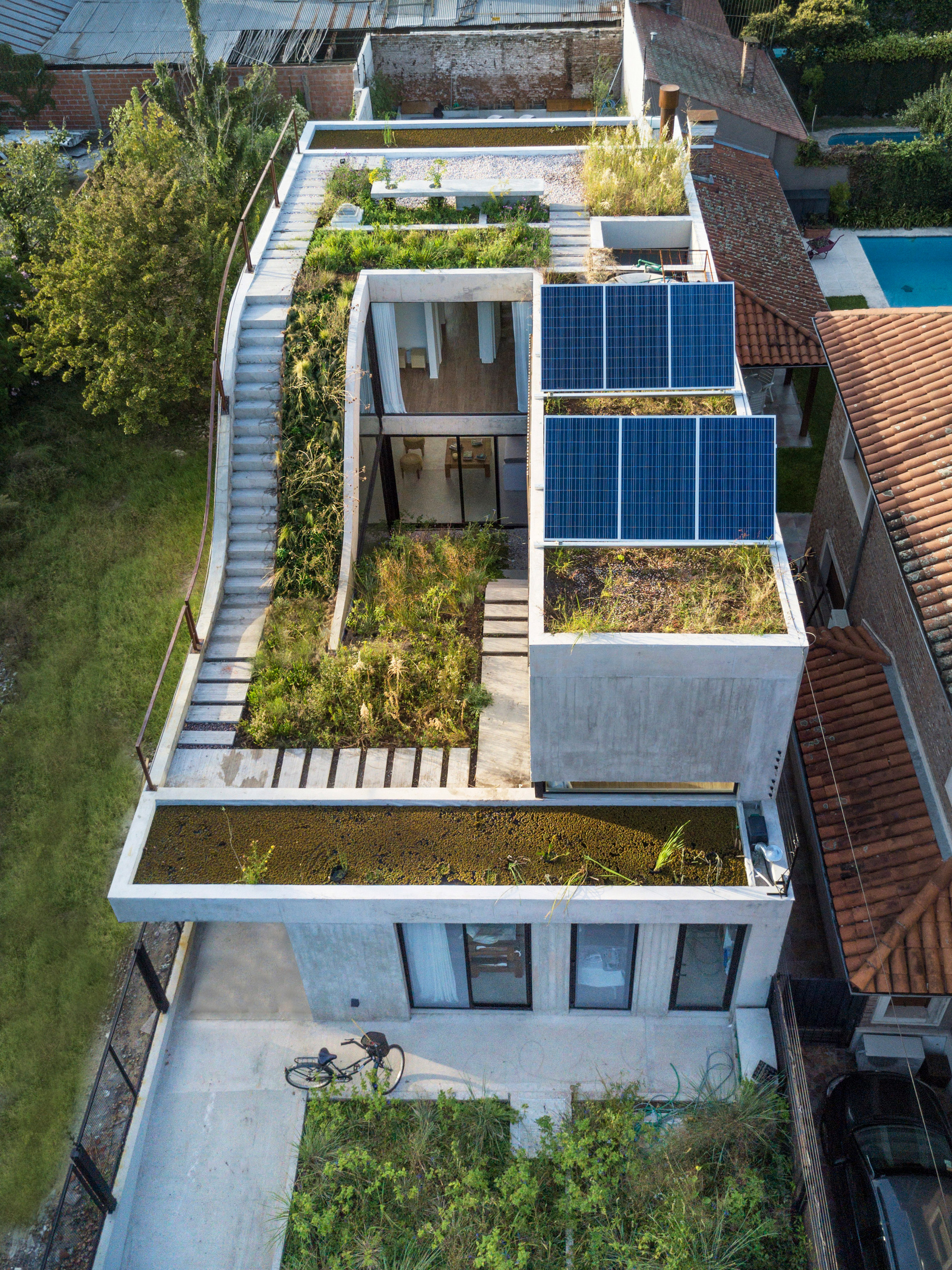 Bam! Arquitectura ramps garden up through centre of Buenos Aires home